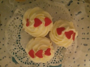 3 cupcakes with 3 hearts for our little family of 3